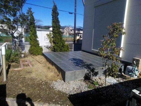 3.11 蓮田市 芝はがし 砂利 庭木剪定と支柱立て