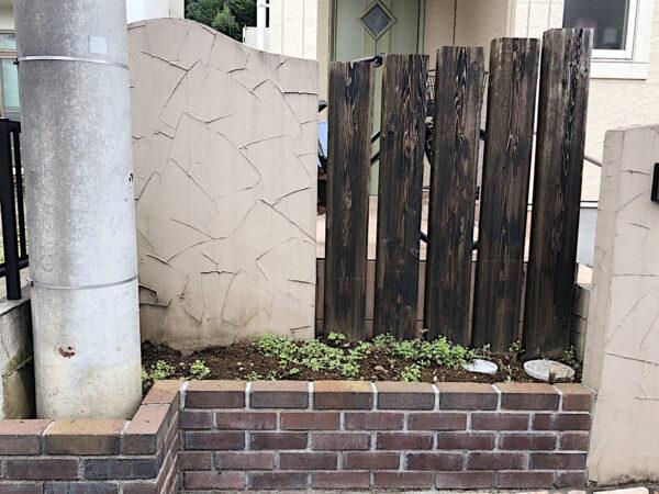 家周りと玄関前の雑草・防草対策、防草シート、砂利敷き/さいたま市見沼区