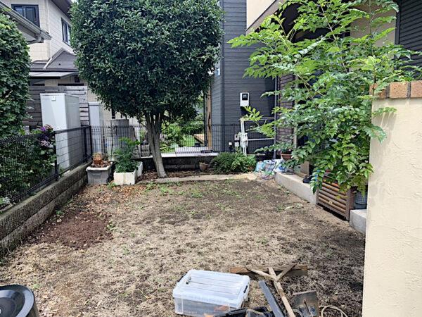 芝生の施工(高麗芝)作業/東京都府中市