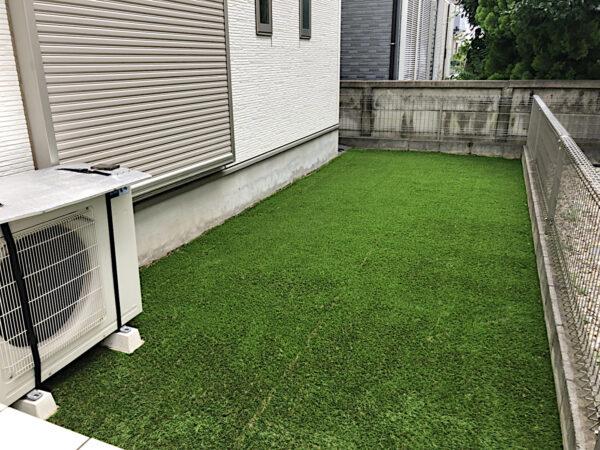 古い人工芝をはがし、整地、防草シートを張り、新しい人工芝の施工/埼玉県狭山市