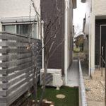人工芝、砂利敷きとレンガ囲い作製/上尾市