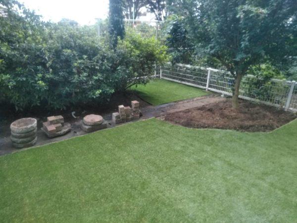 マンション専用庭の土壌改良と人工芝張り/調布市