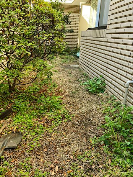 除草・防草対策、人工芝の施工作業/杉並区