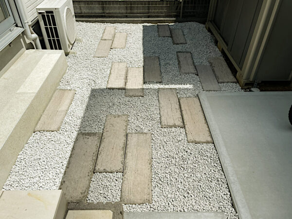 防草シート・砂利入れ、コンクリート製枕木置き/埼玉県上尾市